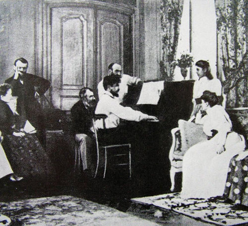 Fotografia di Claude Debussy nel salotto del musicista Ernest Chausson