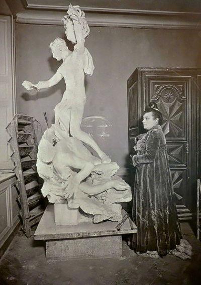 Una delle ultime fotografie di Camille con il Perseo nello studio di Quai Bourbon.