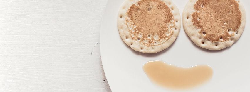 profilo facebook immagine copertina con piatto con due frittelle e una salsa che formano un volto
