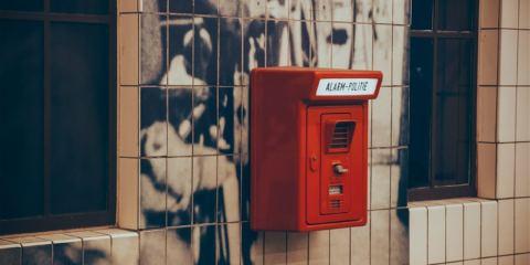 scatola di allarme rossa
